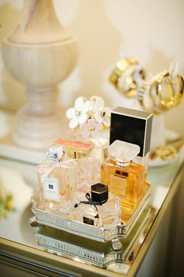 1-parfumes-table-de-maquillage