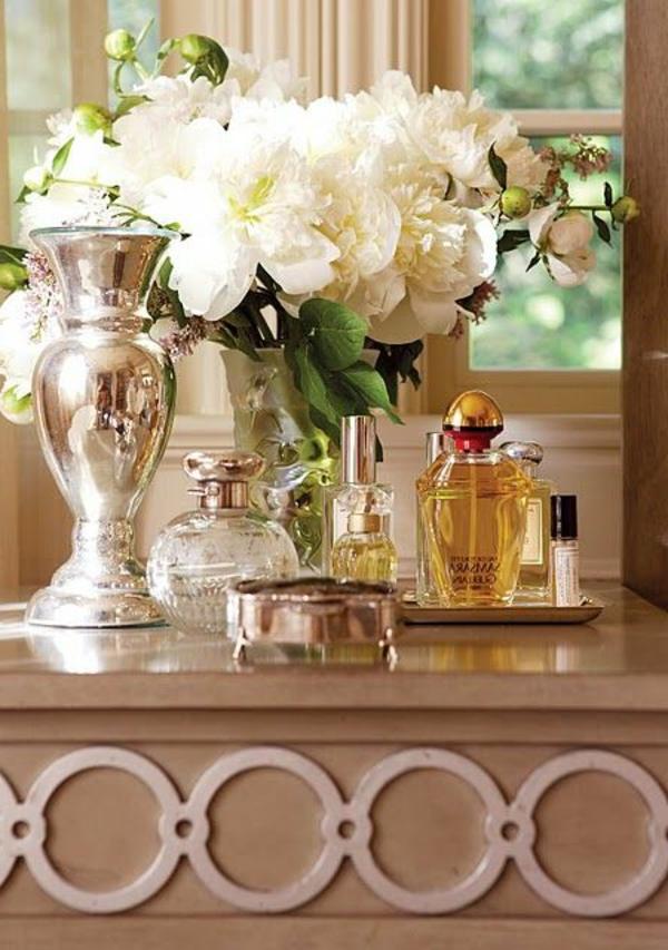 1-table-de-maquillage-belle-parfume