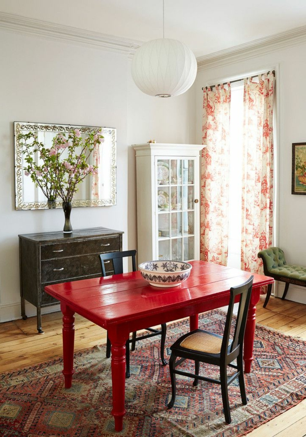 1-table-rouge-cuisine-tapis-coloré