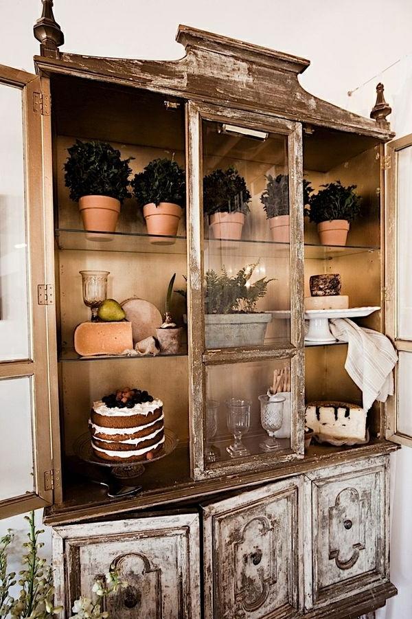 L' armoire ancienne pour votre demeure moderne.