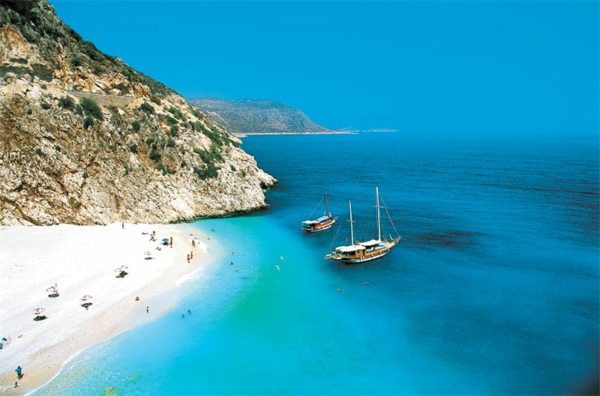 2-Antalya-Turquie-des-vacances-de-merveille-montagnes-plages-sable