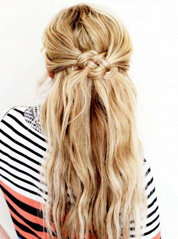 Coiffure-cheveux-longs-belle-blonde-knot