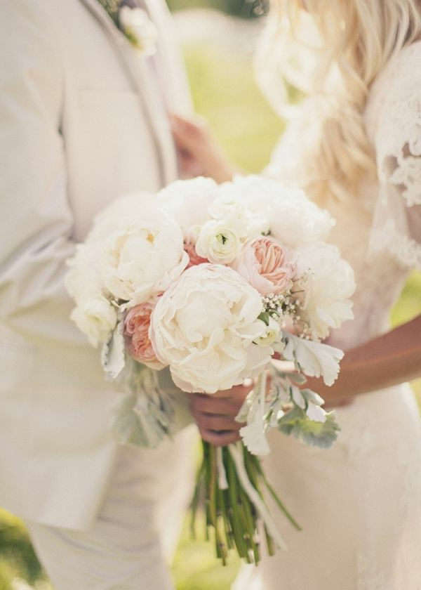 bouquet-de-mariée-original-jolie-couple