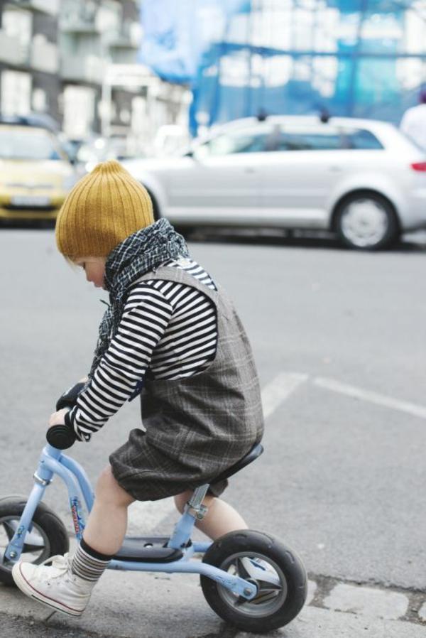 3-Etre-sportive-vêtement-cycliste-tenue-enfant-mignon-resized