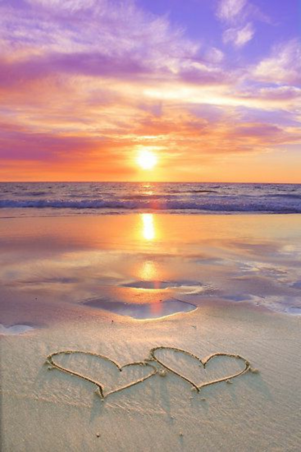 3-coucher-de-soleil-destination-au-bord-de-la-mer-coeurs-dans-le-sand