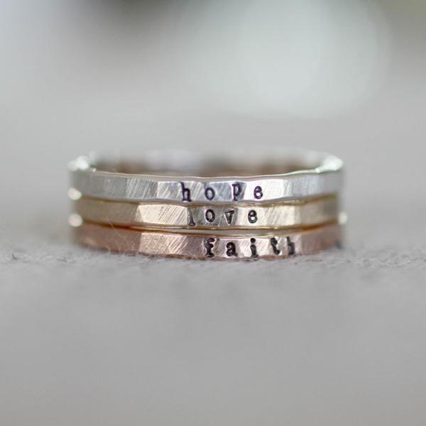 4-Bague-de-mariée-avec-trois-anneaux-amour