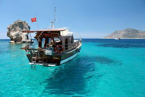 Antalya-Turquie-des-vacances-de-merveille-lazure-bateau