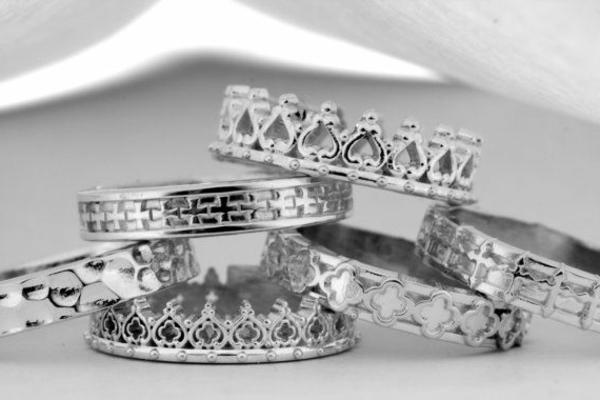 Bague-trois-anneaux-jolie-couronnes-argent
