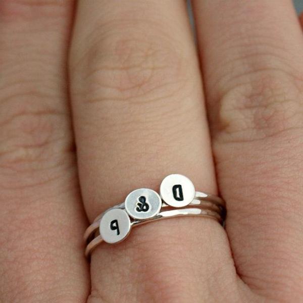 Bague-trois-anneaux-jolie-lettres