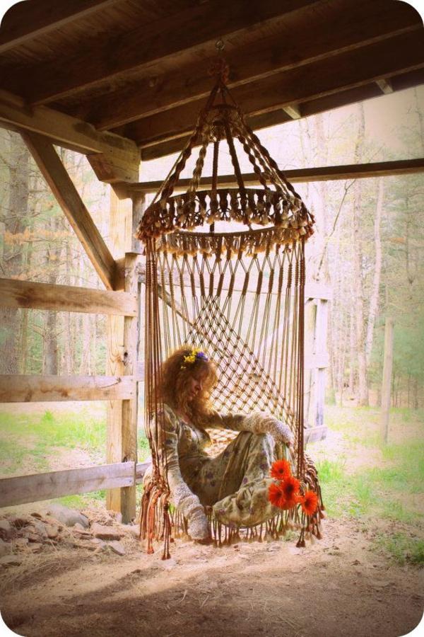 Balançoire-se-balancer-dans-le-jardin-hippie-fleurs