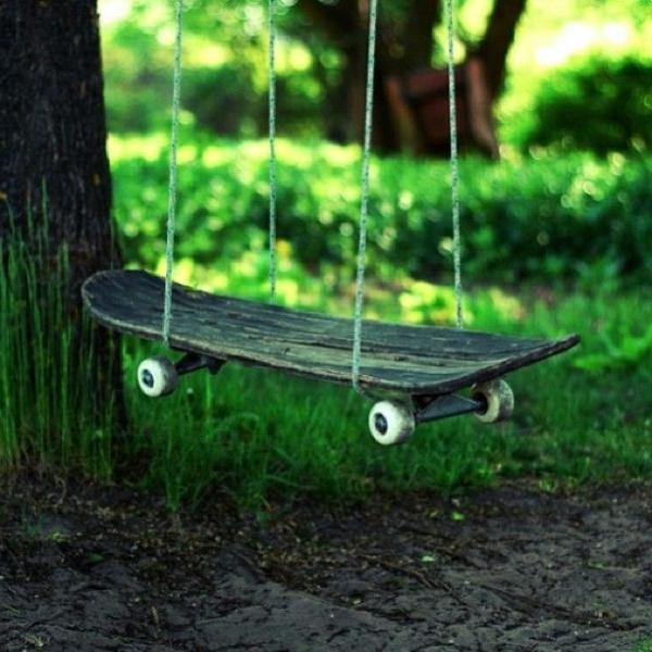 Balançoire-se-balancer-dans-le-jardin-skateboard-balancoire