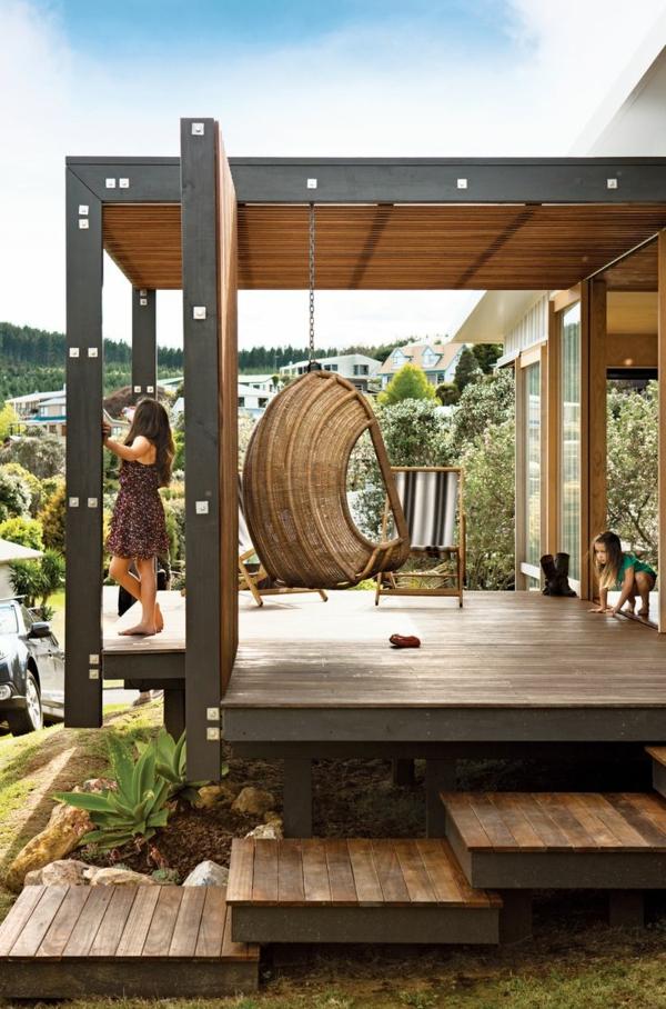 Balançoire-se-balancer-dans-le-jardin