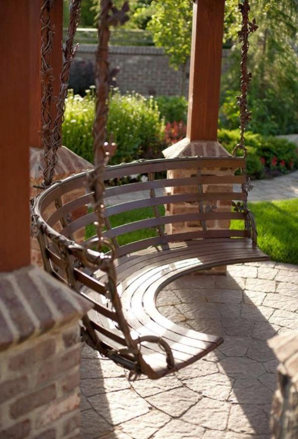 Balançoire-semi-cercle-se-balancer-dans-le-jardin