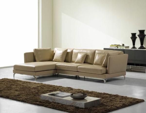 Canapé-d-angle-en-cuir-salon-beige-tapis-vase