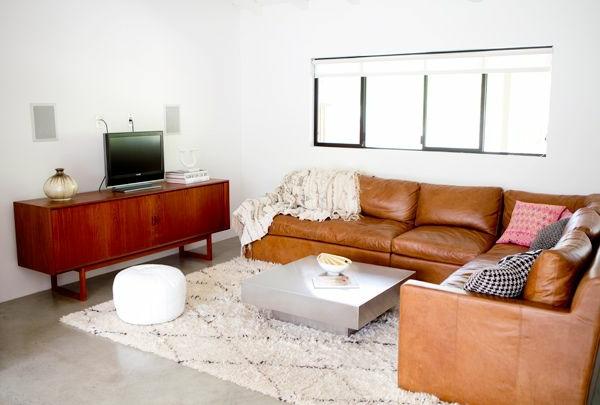 Canape-d-angle-convertible-séjour-la-beige-tapis-table-basse-tele