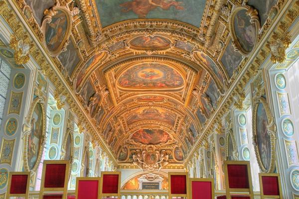 Chapelle_du_chateau_de_Fontainebleau-resized