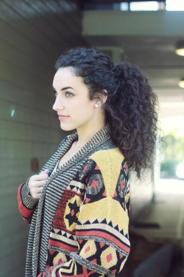 Coiffure-cheveux-longs-belle-bouclé