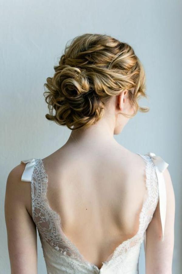 Coiffure-de-mariée-blonde-cheveux-mi-long