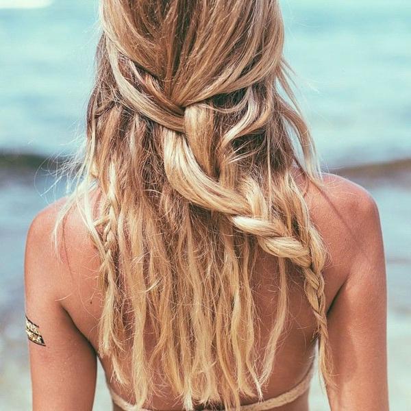 Coiffure-simple-et-rapide-cheveux -au-bord-de-la-mer