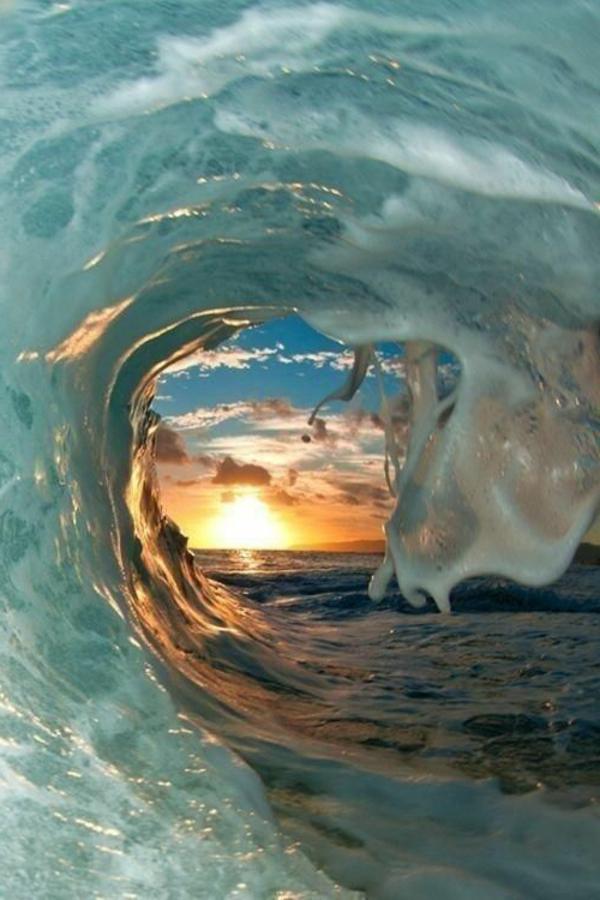 Couche-de-soleil-sur-la-mer-oeil-de-la-vague