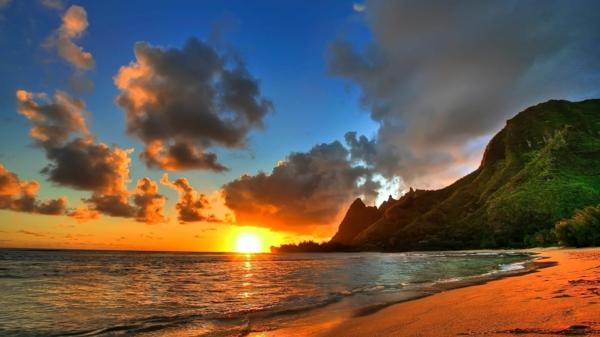 Couche-de-soleil-sur-la-mer-sable-soleil