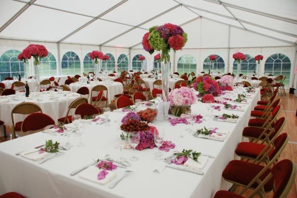 Décoration-florale-mariage-heureux-manger