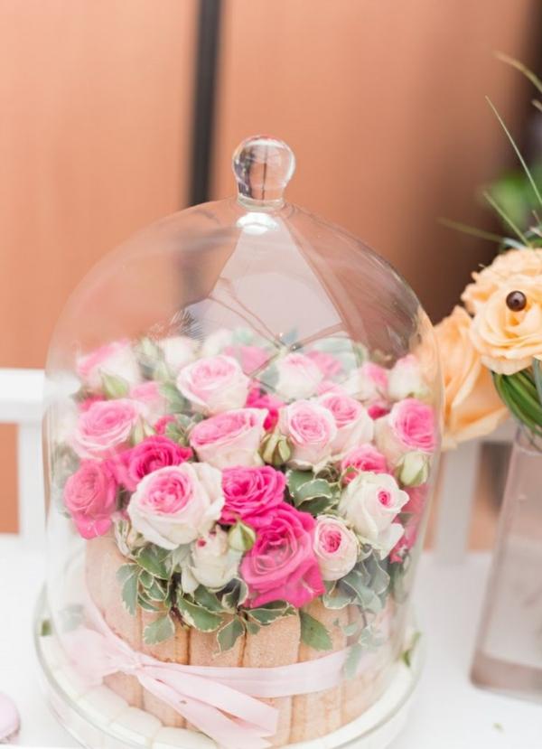 Décoration-florale-mariage-heureux-roses-biscottes