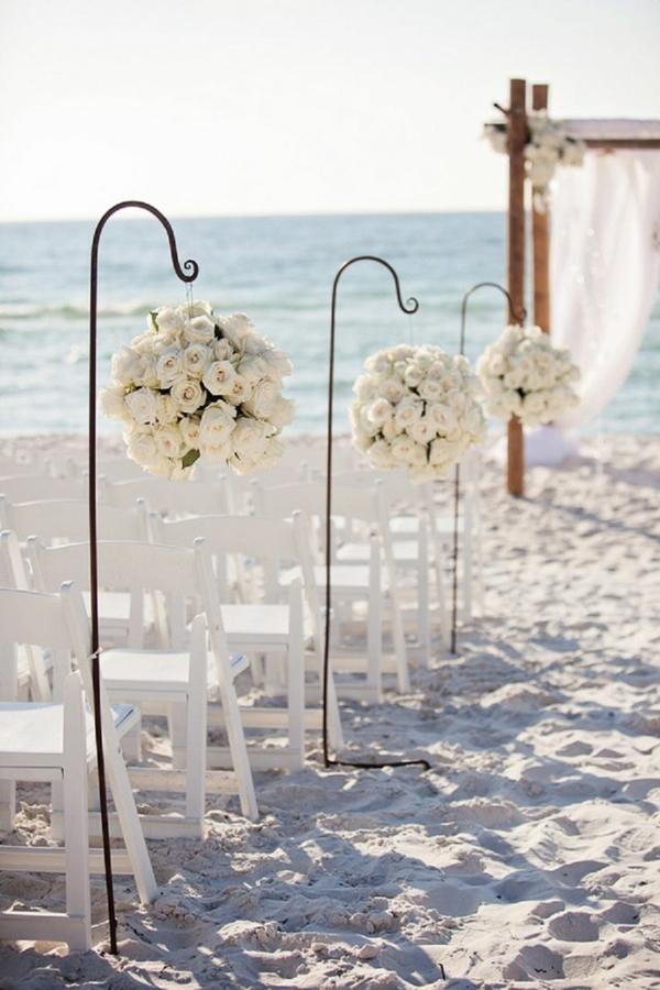 Deco-florale-marriage-fleurs-fraiches-au-bord-de-la-mer
