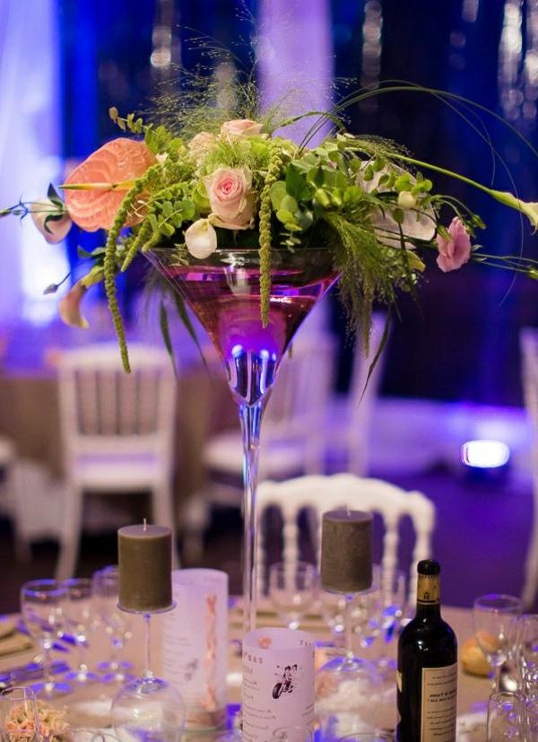 Deco-florale-marriage-fleurs-fraiches-la-noit-salle-de-ceremonie