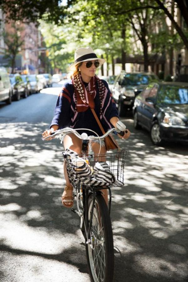 Etre-sportive-vêtement-cycliste-tenue-la-rue-été-resized