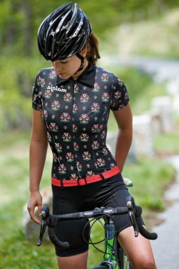 Etre-sportive-vêtement-cycliste-tenue-tout-noir-resized