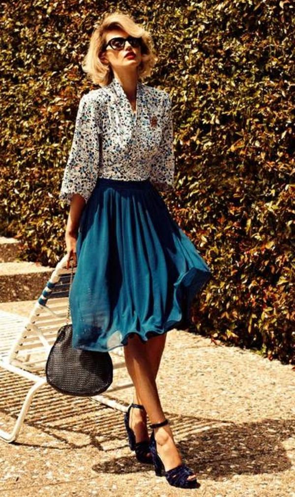 Fringue-moderne-au-style-rétro-joupe-et-chemise-vintage