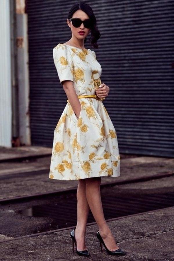 Fringue-moderne-au-style-vintage-robe-trapèze-rétro-à-la-mode