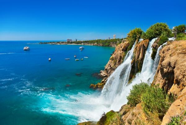 Haute-temperature-Antalya-Turquie-beau-temps-chutte-d-eau
