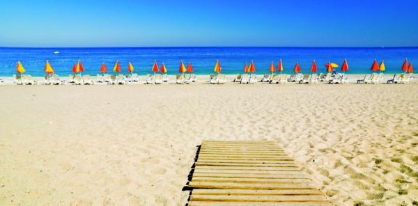 Haute-temperature-Antalya-Turquie-beau-temps-grande-plage-vide
