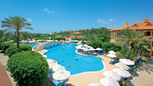 Haute-temperature-Antalya-Turquie-beau-temps-hotel-avec-piscine