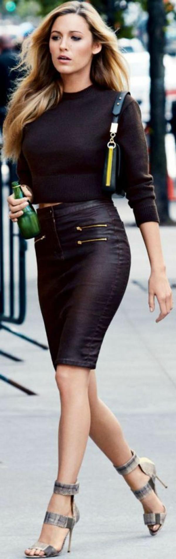 Jupe-simili-cuir-tenue-de-jour-2015-blake-lively-sandales