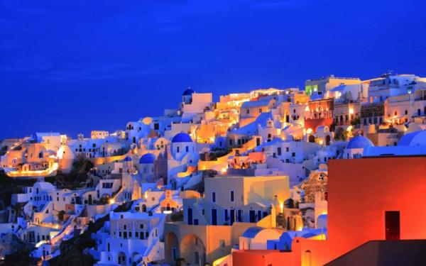 L'ile-de-Santorin-vacances-merveilleuses-au-coucher-de-soleil