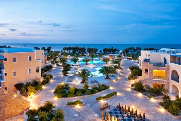 L'ile-de-Santorin-vacances-merveilleuses-location-luxe