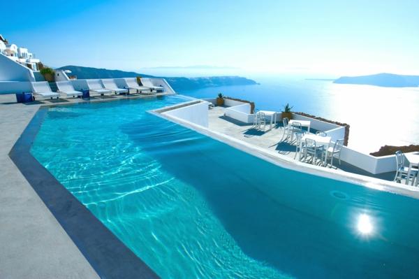 L'ile-de-Santorin-vacances-merveilleuses-piscine-infinit