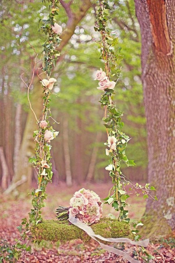 La-balançoire-de-jardin-swinguer-dehors-mariage-bouquet-de-mariée