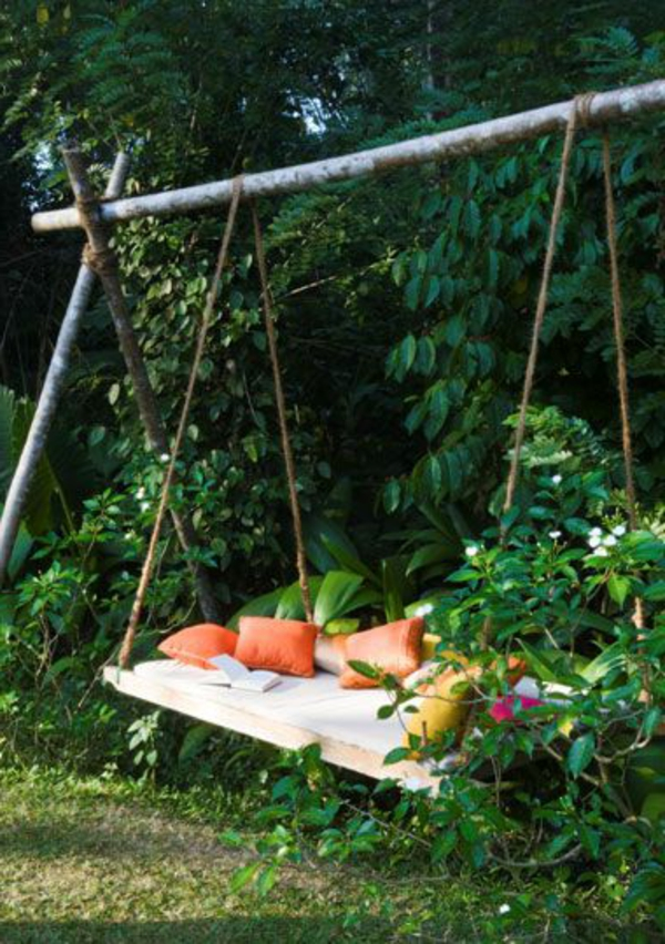 La-balançoire-de-jardin-swinguer-dehors-vert