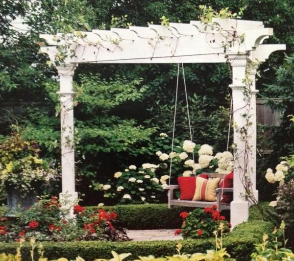 La-balançoire-en-bois-le-jardin-swinguer-dehors