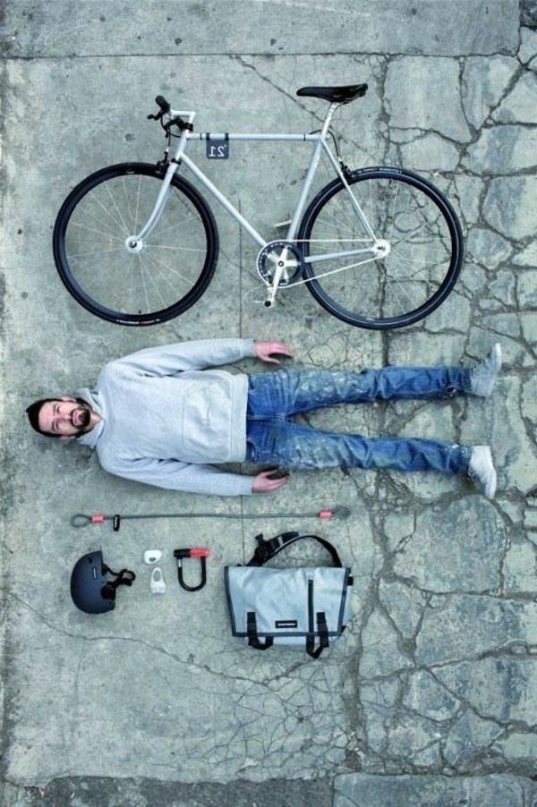 Les-deux-pneus-dans-la-route-tenue-de-jour-resized