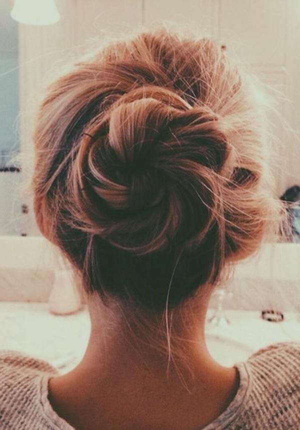 Longs-cheveux-coiffure-comment-faire-messy-bun