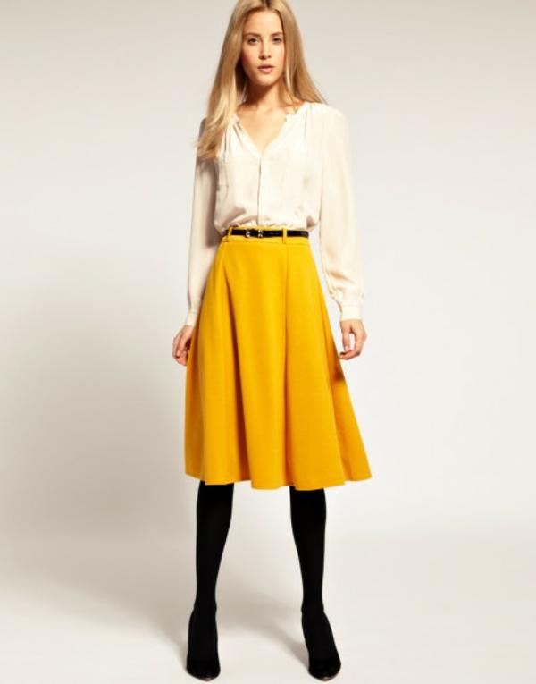 Look-vintage-à-la-mode-fringue-rétro-taille-haute-joupe