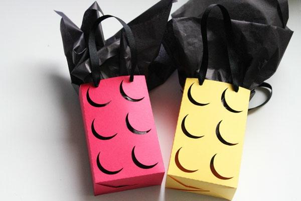 Make-your-own-Lego-favor-bags-sac-lego-emballage-cadeau