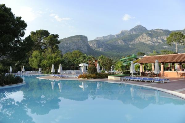 Meteo-Antalia-toujours-du-soleil-piscine-montagnes-hotels