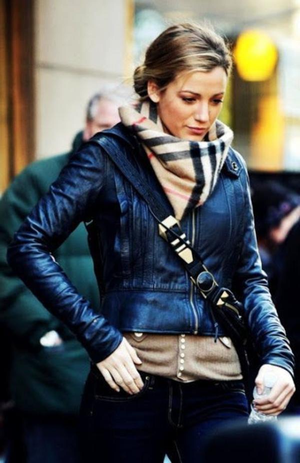Mode-feminine-comment-s-habiller-écharp-blake-lively