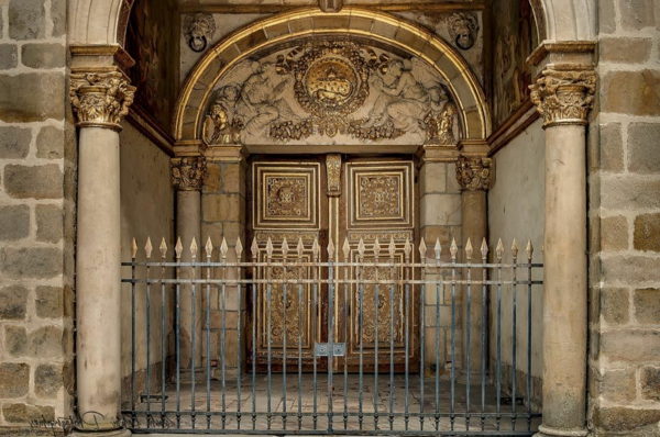 Porte-dorée-chateau-de-Fontainebleau-Rabah-Robert-KEBBI-photo-HDR-2013-resized